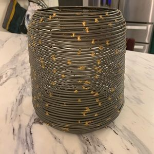 Threshold wire metallic candle holder